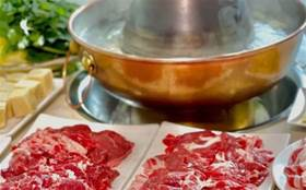【汽車廠】火了八年的小夫妻店,炭鍋涮肉還有隱藏功能表!